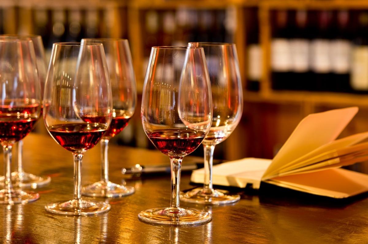 Conheça um pouco da história do vinho tinto